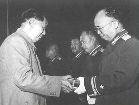 """""""三湾改编""""后,罗荣桓被任命为特务连党代表,成了红军中最早的七个"""