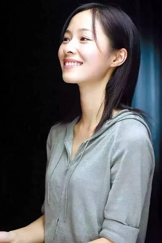 她是最不务正业的演员,沉迷支教、做火炬手、拿国际大奖,潇洒得让人羡慕