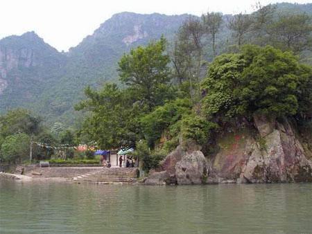 顺溪景区是南雁荡山风景名胜区的景区之一,这里集青山,秀水,翠竹