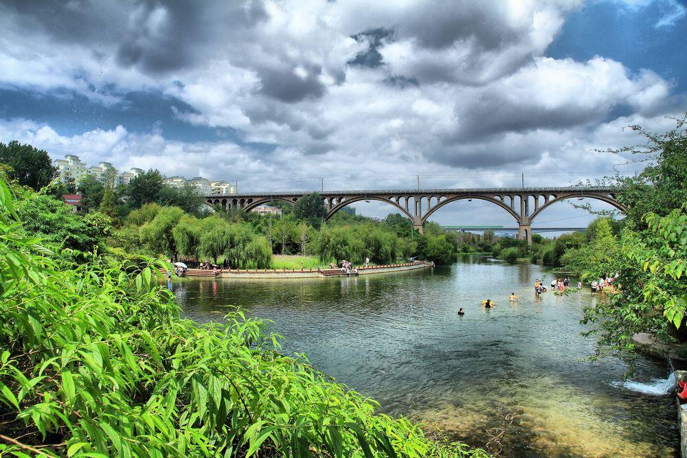 罕见的城市湿地,位于花溪区中心城区的北部,距离贵阳市中心仅12km.