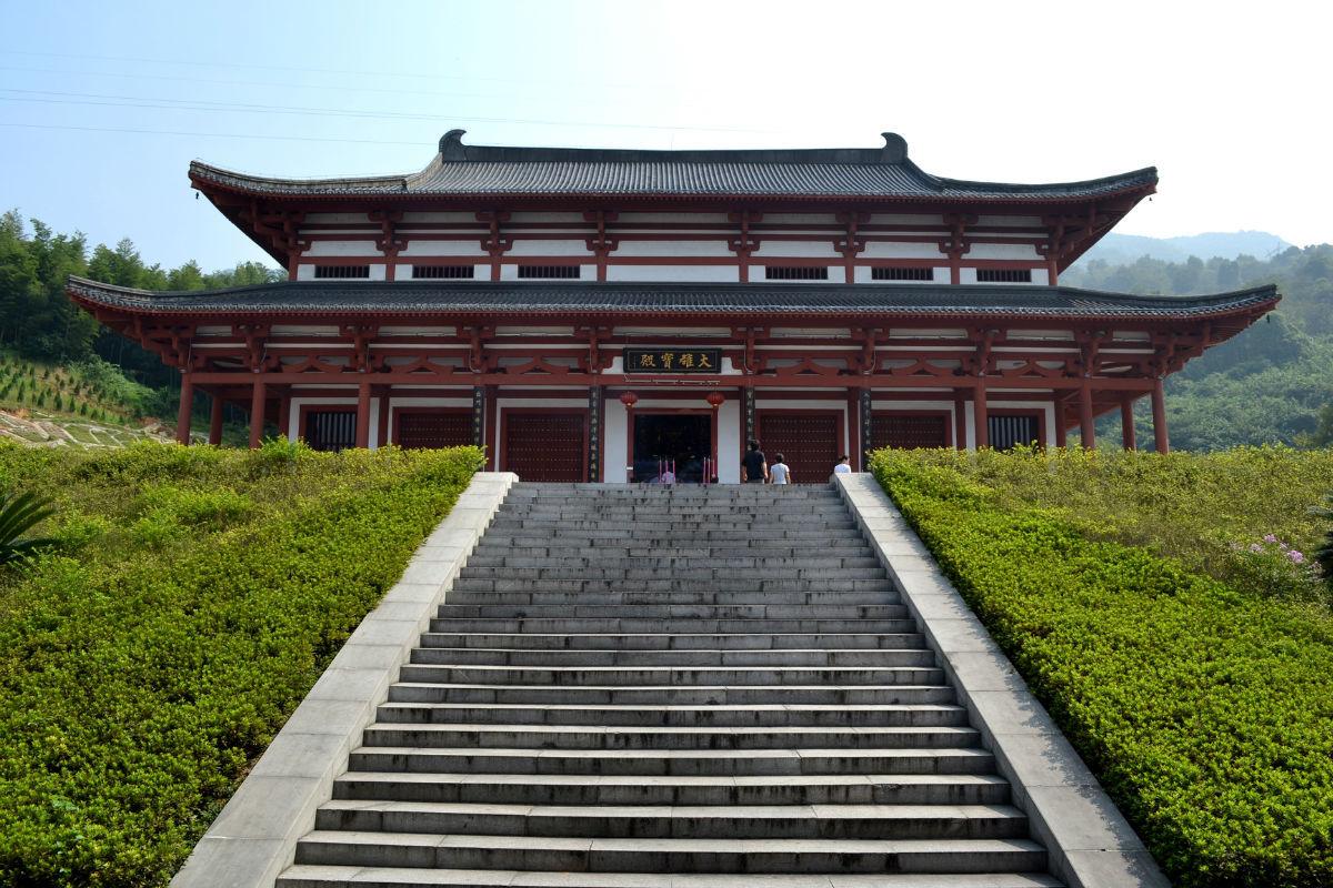 《东京梦华录》载,大相国寺庙会已是一个衣食器用