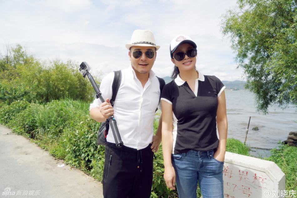 60岁刘晓庆洱海暴走胸部丰满笑容甜蜜