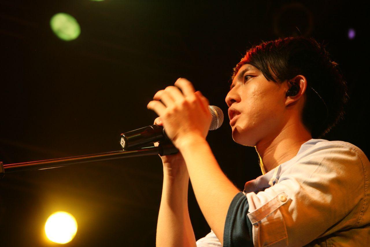 邓紫棋与林宥嘉接吻_林宥嘉自小就和邓紫棋是青梅竹马,陶喆是启蒙他音乐的重要歌手.