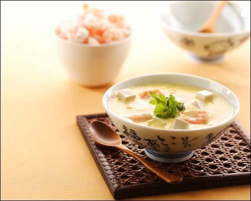 嫩豆腐,熟笋片,鲜蘑菇
