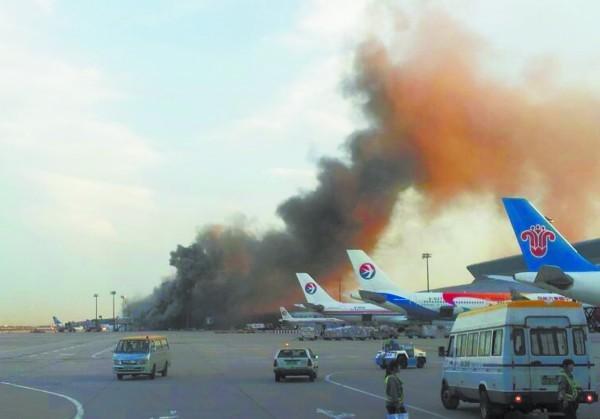 飞机终于成功降落在首都机场