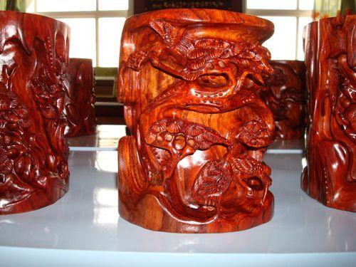 木材龙凤雕刻图