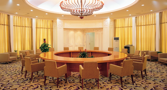 第五会议室:150平方米,最多可容纳70人,可变换台型有剧院式,课桌式