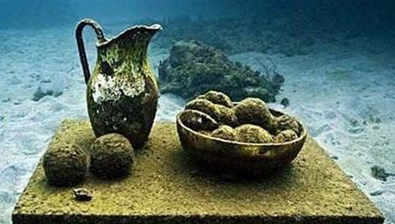 在百慕大海域的海底发现一个巨大的水下金字塔