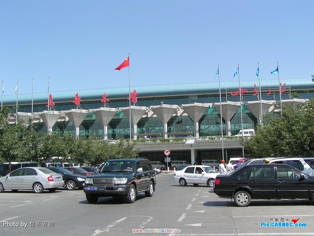 阿拉山口口岸地处新疆博尔塔拉蒙古自治州博乐市境内东北角,距博乐市73公里,距哈萨克斯坦阿拉木图市800公里。1990年6月7日,国务院批准阿拉山口口岸开放,为铁路、公路双重口岸。1992年8月,中哈两国政府同意该口岸向第三国开放,具有国际联运地位。阿拉山口是第二座亚欧大陆桥进出中国的重要铁路口岸,是以发展进出口贸易、加工业和中转货物为基础的口岸城市。1992年6月开同阿拉木图乌鲁木齐旅客列车,现乌鲁木齐阿拉山口国内列车每日对开一列。阿拉山口口岸车站现有4800平方米站房,口岸设有公安、工商行政管理、土地